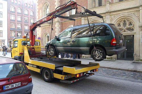 Путин подписал закон о постоплате эвакуации автомобиля